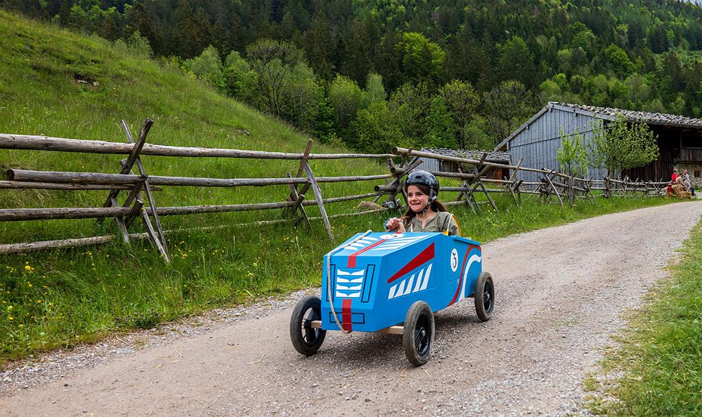 Caisse à savon team building normandie voiture cohésion équipe créatif carton course incentive
